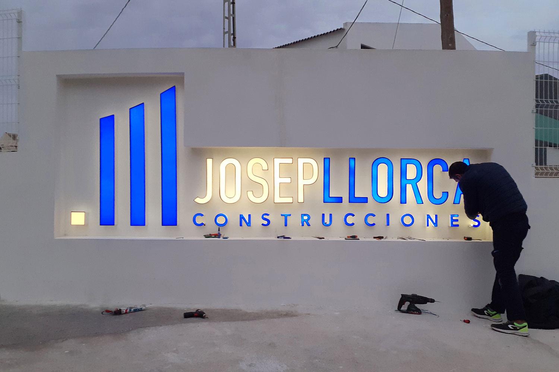 Letras corpóreas para nueva nave de Josep Llorca Construcciones